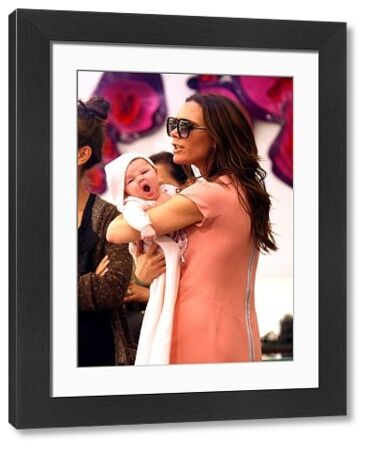 Victoria Beckham and her daughter Harper at the Marc Jacobs store in Soho, New York City - 15 September 2011 FAMOUS PICTURES AND FEATURES AGENCY 13 HARWOOD ROAD LONDON SW6 4QP UNITED KINGDOM tel 0 fax 0 e-mail  FAM42468