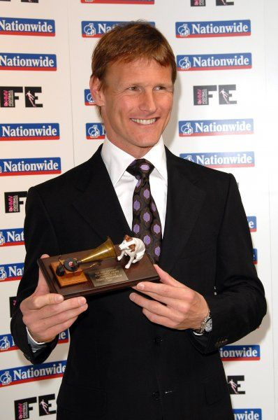 Teddy Sherringham recieving the HMV Football Extravaganza Lifetime Achievement Award at the London Hilton - 20 March 2007 FAM19855