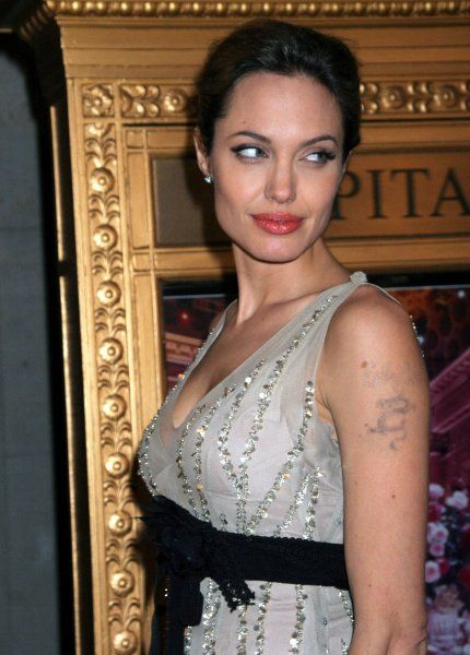Angelina Jolie attends the Worldwide Orphans Foundation's First Benefit Gala to honor Christine Ebersole at Capitale in New York City - 24 October 2005 FAMOUS PICTURES AND FEATURES AGENCY tel 0 e-mail FAM16356