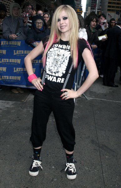 "Avril Lavigne at the ""Late Show with David Letterman in New York City - 17 April 2007 FAMOUS PICTURES AND FEATURES AGENCY 13 HARWOOD ROAD LONDON SW6 4QP UNITED KINGDOM tel 0 fax 0 e-mail FAM20061"