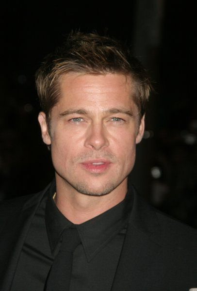 "Brad Pitt at the premiere of ""Babel"" at at Roy Thomson Hall in Toronto - 09 September 2006 FAMOUS PICTURES AND FEATURES AGENCY 13 HARWOOD ROAD LONDON SW6 4QP UNITED KINGDOM tel +44 (0) 20 7731 9333 fax +44 (0) 20 7731 9330 e-mail info@famous"