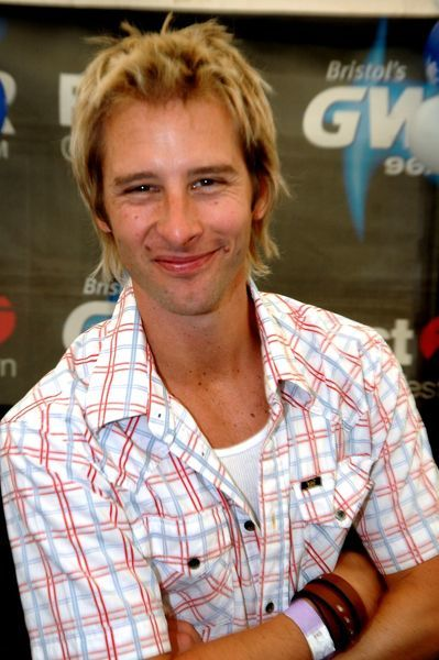 Chesney Hawkes at the GWR Balloon Fiesta in Bristol - 11 August 2005.  FAMOUS  PICTURES AND FEATURES AGENCY  tel 0  fax 0  e-mail    FAM15718