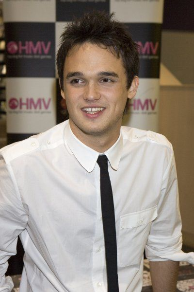 Gareth Gates at a signing of his new single at HMV in Leeds - 10 April 2007 FAMOUS PICTURES AND FEATURES AGENCY 13 HARWOOD ROAD LONDON SW6 4QP UNITED KINGDOM tel 0 fax 0 e-mail FAM20018