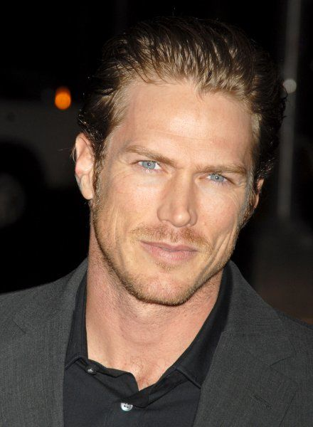 Jason Lewis spotted out and about in New York City - 19 April 2007 FAMOUS PICTURES AND FEATURES AGENCY 13 HARWOOD ROAD LONDON SW6 4QP UNITED KINGDOM tel +44 (0) 20 7731 9333 fax +44 (0) 20 7731 9330 e-mail info@famous