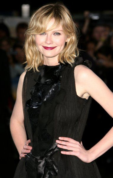 "Kirsten Dunst arriving at the ""Spider-Man 3"" Premiere held at the Odeon Leicester Square, London - 23 April 2007 FAMOUS PICTURES AND FEATURES AGENCY 13 HARWOOD ROAD LONDON SW6 4QP UNITED KINGDOM tel +44 (0) 20 7731 9333 fax +44 (0)"