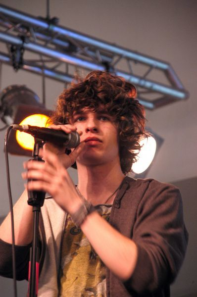 The Kooks at a signing and performance at HMV in London - 09 January 2006 FAMOUS PICTURES AND FEATURES AGENCY 13 HARWOOD ROAD LONDON SW6 4QP UNITED KINGDOM tel 0 fax 0 e-mail FAM16802