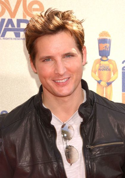 Peter Facinelli at the 2009 MTV Movie Awards held at the Gibson Amphitheater at Universal Studios in Los Angeles - 31 May 2009  FAMOUS PICTURES AND FEATURES AGENCY 13 HARWOOD ROAD LONDON SW6 4QP UNITED KINGDOM tel +44 (0) 20 7731 9333 fax +44