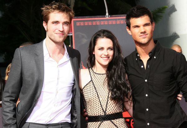Robert Pattinson, Kristen Stewart and Taylor Lautner at the Twlight hand & footprint ceremony on the Hollywood Walk of Fame in Los Angeles - 03 November 2011 FAMOUS  PICTURES AND FEATURES AGENCY  13 HARWOOD ROAD LONDON SW6 4QP  UNITED KINGDOM