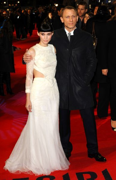 Rooney Mara and Daniel Craig at the world premiere of 'The Girl With The Dragon Tattoo' at the Odeon Leicester Square in London - 12 December 2011 FAM43506