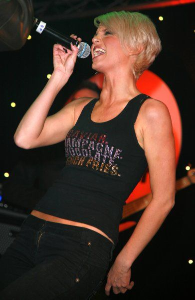 Sarah Harding sings Roll With It at the Comic Relief: Radio One Rallyaoke at Koko in London - 15 March 2007 FAMOUS PICTURES AND FEATURES AGENCY 13 HARWOOD ROAD LONDON SW6 4QP UNITED KINGDOM tel +44 (0) 20 7731 9333 fax +44 (0) 20 7731 9330 e-mail info@famous
