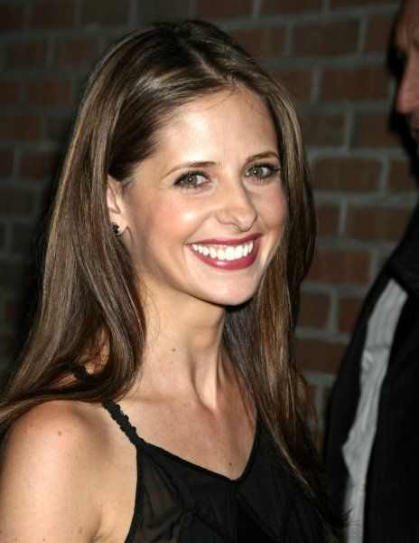 Sarah Michelle Gellar out and about in New York City - 26 April 2007 FAMOUS PICTURES AND FEATURES AGENCY 13 HARWOOD ROAD LONDON SW6 4QP UNITED KINGDOM tel +44 (0) 20 7731 9333 fax +44 (0) 20 7731 9330 e-mail info@famous.uk.com www.famous.uk